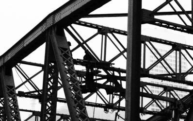 爱表网独家拍摄修建中的广州海珠桥2012