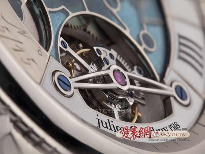 Julien Coudray 1518于收藏家的独立手表品牌  (点击图片翻页)