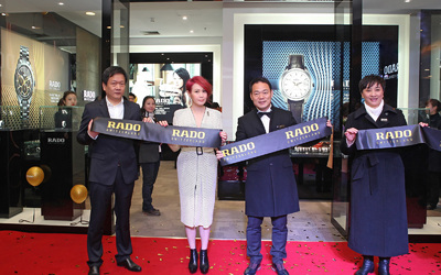 劉若英亮相雷達表武漢世貿廣場旗艦店開幕式